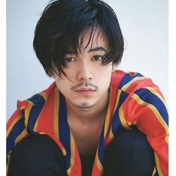 ハイセンスなジャケットを着ている成田凌のかっこいい高画質画像