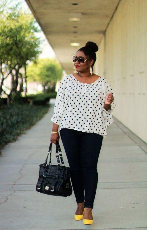 como usar calça skinny look plus size. sapato amarelo. blusa de poá. camisa branca com poá preto. camisa social feminina. look trabalho. look escritório.