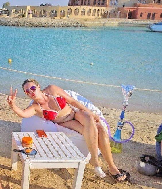 دنيا عبد العزيز بالبكينى الجونة .. 31 أغسطس 2014 -dina abdel aziz hot bikini photo