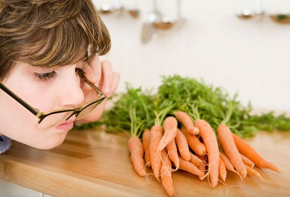 5-11-14: Los ojos necesitan vitamina A y se estresan si no la aportas. ¿Comes zanahoria a diario? Es un consejo de YNUTRICIÓN http://consejonutricion.com  Imagen: http://www.fiesta1037.fm/sites/default/files/zanahoria-vista.jpg