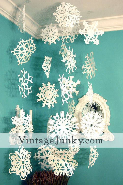 Snow flake tutorial, I want to make these! They'd be really pretty if you sprayed them with glitter :D