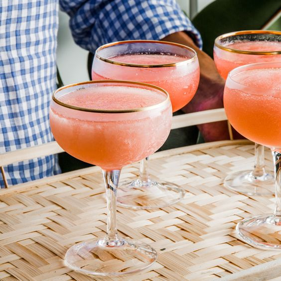 Frosé (Frozen Rosé) Recipe- pinot noir rosé, strawberries, lemon juice, simple syrup. 7 hrs inactive prep time. can make ahead of time