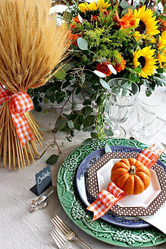 Thanksgiving Table || Fall Tablescape || Outdoor Dining Area || Dimples and Tangles