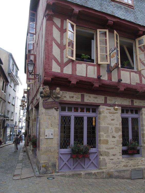 Vannes (Morbihan) Maison de Vannes et sa Femme - XVI ème siècle
