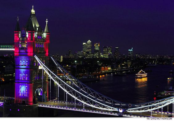 The Tower Bridge in London is lit up to mark the Diamond Jubilee and the London 2012 Olympic Games. -- http://media.talkingpointsmemo.com/slideshow/queen-diamond-jubilee-weekend/1-267476