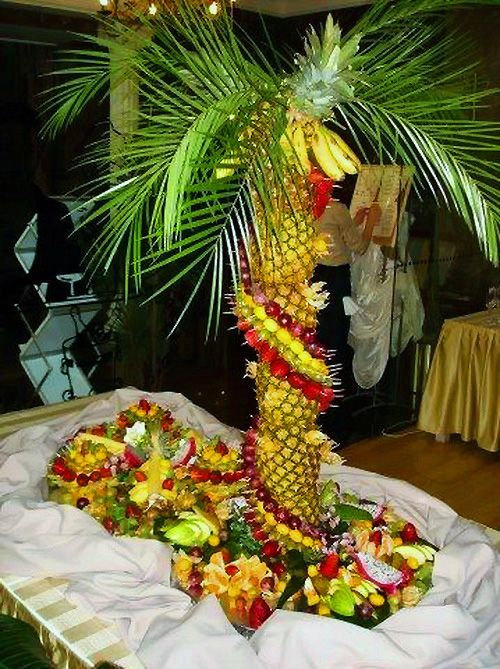 Table decoration fruits with tropical island theme for Apples decoration