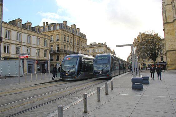Остановка трамваев в центре Бордо
