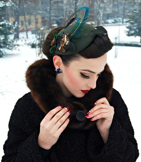 Grüner Kopfschmuck mit hübscher Feder im Vintage-Look / green, vintage head piece with beautiful feather by billies via DaWanda.com