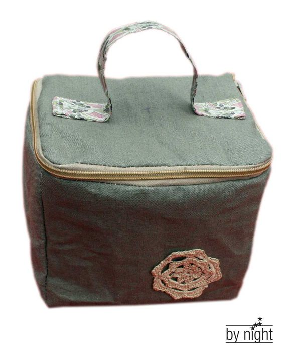 Vanity case with wrap around zip lid. I have been searching for days for a tutorial to show me how to do this!!