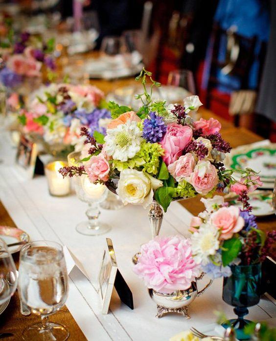 glamouröse Tischdeko Blumengestecke Tisch Sommer