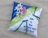 coussin porte alliance mariage bleu et vert Décor Edelweiss montagne hiver prénoms brodés : Autres accessoires par saperlipopette-creations