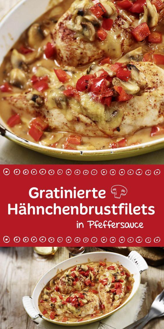 Low-Carb aus dem Ofen. Die gratinierten Hähnchenbrustfilets schmecken besonders fein in einer cremigen Pfeffersauce. Eine tolle Mahlzeit für dich und deine Gäste.