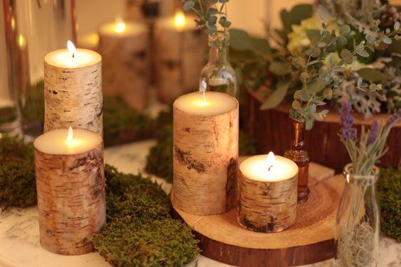 【ウエルカムスペース】木の幹を模したキャンドルと苔のマットさが好相性 ♪キャンドルはパーティ後、ゲストにお土産として渡しても喜ばれるかも。