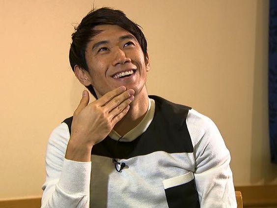 あごに手をあてている香川真司さん