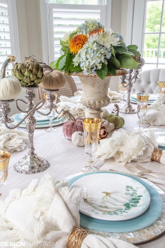 Soft Fall Table Decor | If you're looking for ways to use soft colors in your fall table decor, these ideas will help you set a pretty and tranquil autumn table. ----- #falldecor #falldecorating #falldecorideas #falldecorations #autumntablescapes #falltabledecor #falltablescapes #softfallcolors #falltablesettings #falltabledecorations #thanksgiving #fallentertainingideas