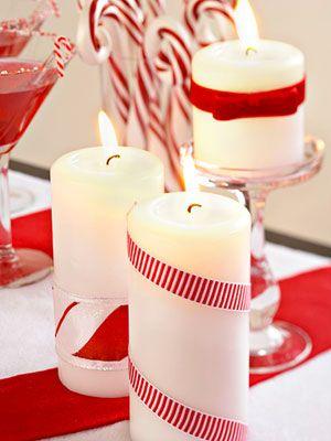 Enfeitando a Mesa com velas. Uma vela simples, um belo laço de fitas e pronto, um lindo enfeite para sua mesa.