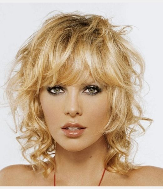Hairstyles For Thin Fine Curly Hair 15 Flattering Short Hairstyles For Fine Hair With Bangs Fine Curly Hair Short Hair With Layers Curly Hair With Bangs