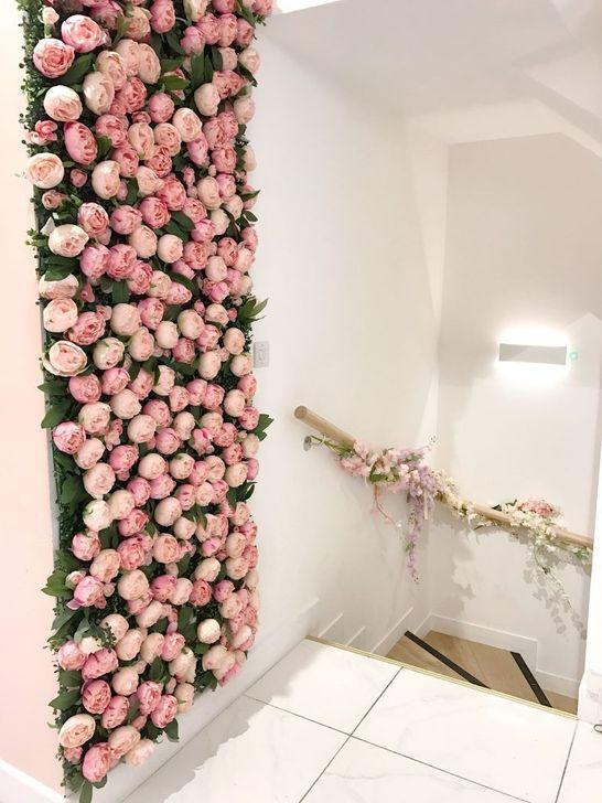 47 Pretty Flower Wall Decor Ideas That So Creative In 2020 Beauty Salon Decor Flower Wall Decor Salon Interior Design