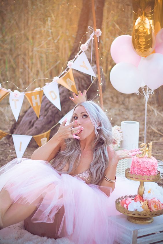 Grown Up Cake Smash and Golden Birthday Photo Session | Sunshyne Pix featured on Life + Lens Blog: