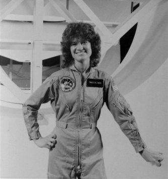 1st US spacewoman, Sally Ride, pushed frontiers