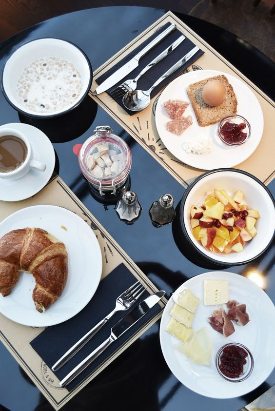 WWW.FASHIIONCARPET.COM  fashiioncarpet-nina-schwichtenberg-fashionblogger-germanfashionblogger-ruby-marie-hotel-vienna-breakfast