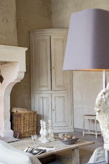 I adore that curved corner cabinet!!!!