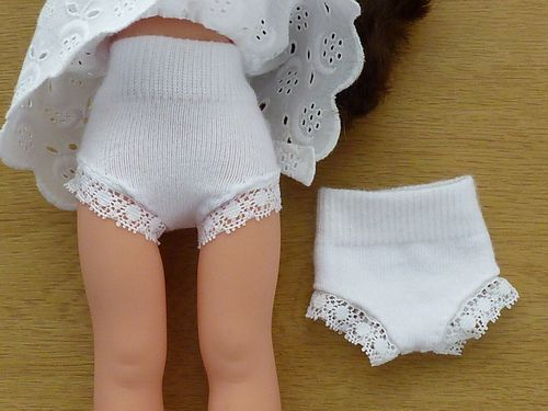 Make doll panties out of baby socks (for Les Chéries or H4H)