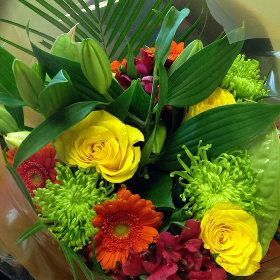 We love bright flowers! Do you? #flowerslove #flowerslovers #flowerdelivery #flowersireland