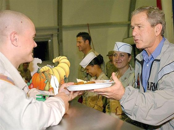 Presidente Bush visita tropas americanas em Bagdá (© Rex Features)