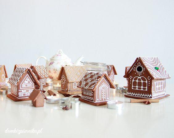 #white #gingerbreads Domek z piernika z białym lukrem, cudowne połączenie.