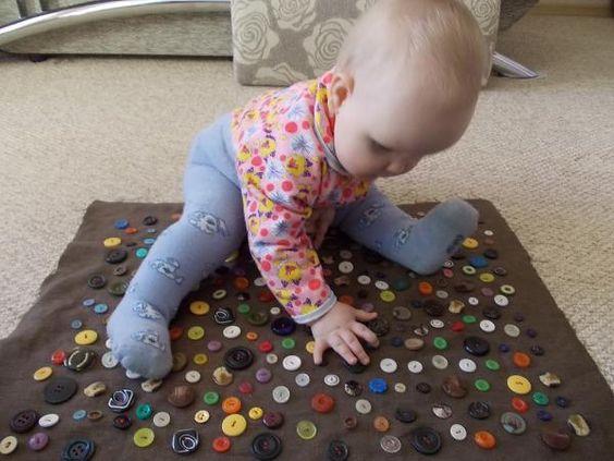 Развивающий коврик с пуговицами для малыша
