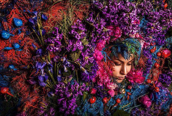 Diversas cores, formas e detalhes preenchem as fotografias de Artiom Kireev, transformando-as em um verdadeiro conto de fadas contemporâneo.
