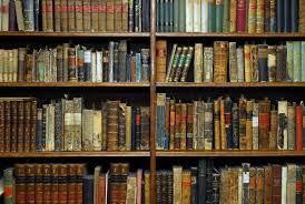 Wenn ich zwei Wochen für ein Buch brauche, brauche ich lange. Und da ist alles von dabei von schnulziger Liebesgeschichte zu 1000 seitigem Fantasy Roman