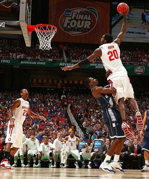 Greg Oden tries to dunk on Jeff Green in college