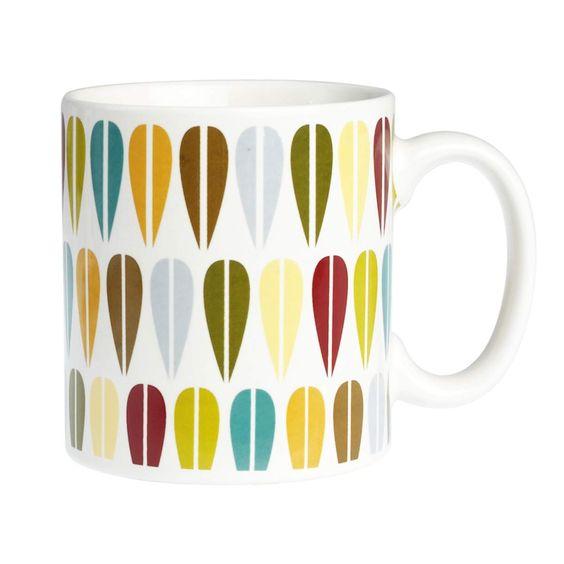 """Un motif automnal et rétro. Cette tasse emprunte le motif """"vintage"""" répétitif de la feuille typique des années 1970.  Un mug en céramique coloré et sympathique qui passe au lave-vaisselle et au micro-ondes. 5,40 € http://www.lafolleadresse.com/vaisselle-vintage/573-mug-aux-motifs-vintages.html"""