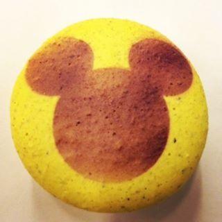 Personalizado para os apaixonados por Disney!  #maymacarons #macarons #macaronsdecorados #nossosmacarons #mickey #mickeymouse #cores #colorido #alegria #infancia