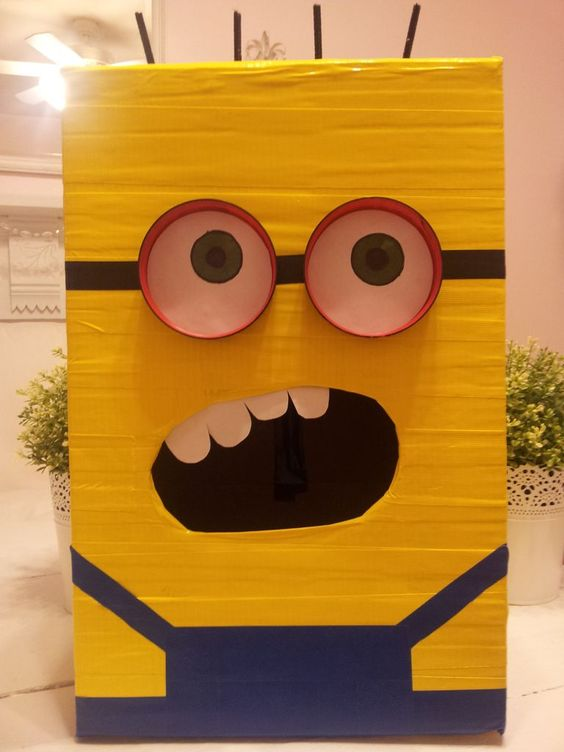 Despicable Me Minion Valentines Day Box!So cute and easy!
