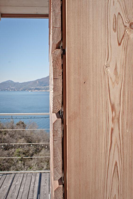 Larice naturale.rivestimento in legno per pareti esterne, su casa ...
