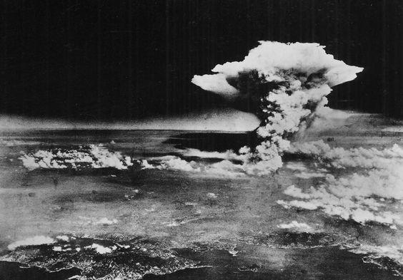 Una de las primeras imágenes después de la primera bomba