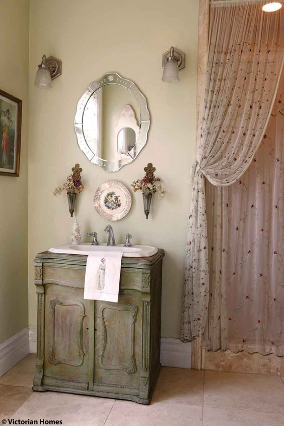 Powder vintage and victorian on pinterest for Victorian style bathroom accessories