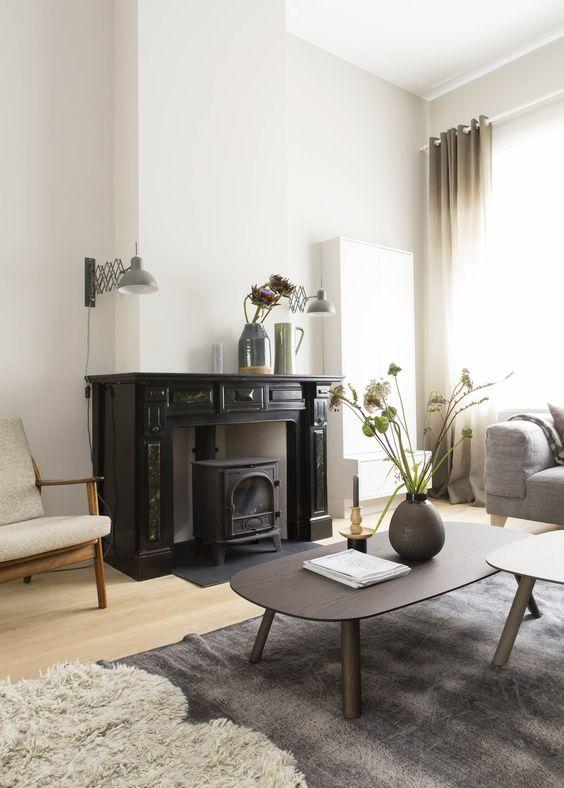 Vtwonen kleur muurverf histor wollig 1502 y gordijnen salontafel vloerkleed interieur - Deco woonkamer aan de muur wit ...