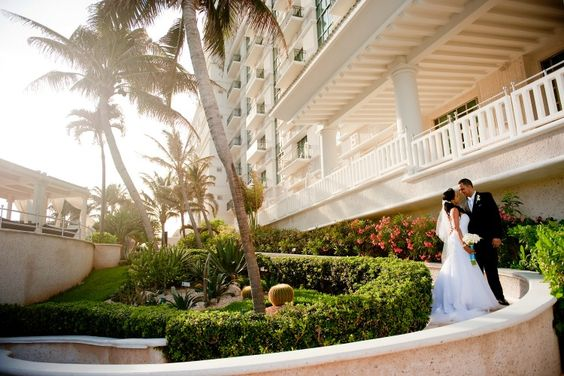 Everything you need to know about all inclusive destination weddings. The best packages, the pros/cons & questions to ask before you book an all inclusive.