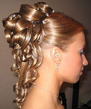 Stunning bun with curls for a wedding hairstyle