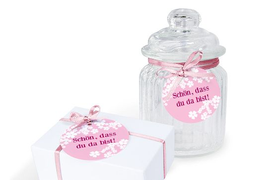 """Die Aufkleber """"Kirschblüten"""" eignen sich auch ganz toll als Serviettenhalter oder Tischkärtchen."""