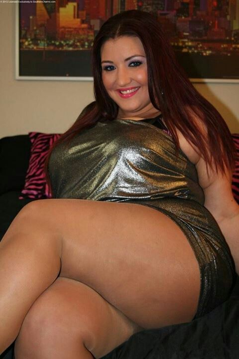 I love Kandi's thighs in this picture, so full,curvy and silky smooth Mmmmm