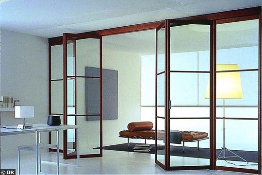 Une porte coulissante transparente et pliante