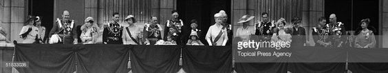 George V (1865 - 1936) of Great Britain celebrating his silver jubilee with his family on the balcony at Buckingham Palace, London, 6th May 1935. Among those present are Queen Mary, Princess Elizabeth (later Queen Elizabeth II) and her father, the future King George VI.