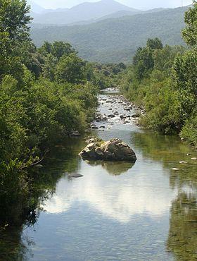 Corsica - Fleuves et Rivieres - Le Travo (Travu) est un fleuve qui coule dans les deux départements de la Corse.La longueur de son cours d'eau est de 32,5.Il prend source à l'ouest du Monte Incudine (2 134 m), près de la Bocca di Chiralba, à 1 743 mètres d'altitude,sur la commune de Zicavo. Il se jette dans la mer Tyrrhénienne, entre les deux communes de Ventiseri et Solaro.  https://fr.wikipedia.org/wiki/Travo_(fleuve)