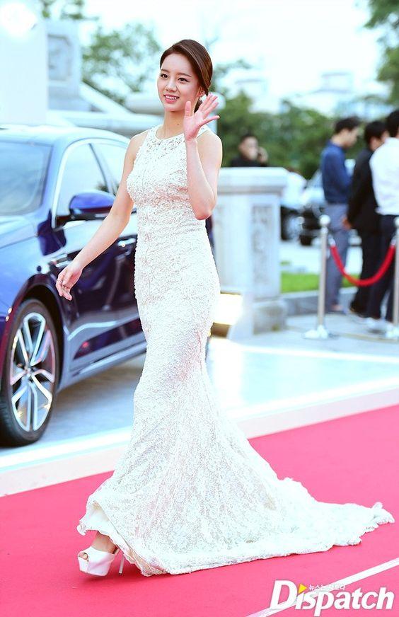 Cặp đôi Song - Song nắm tay tình tứ, Suzy khoe vòng 1 đẫy đà trên thảm đỏ Baeksang 2016 - Ảnh 15.