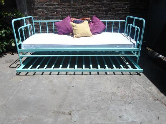 Camastro de hierro cama abajo en for Camastros de hierro para jardin